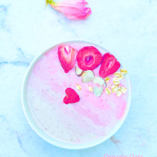 Organic Strawberry Oat Almond smoothie | Vegan